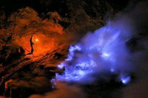 Blue Fire / Blue Flame Di Kawah Ijen Surabaya